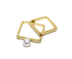 Usual Square Pearl Ring